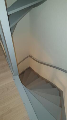 trap 1e verdieping afgelakt