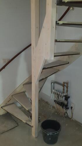 trap van 1e verdieping lekker doorgeschuurd