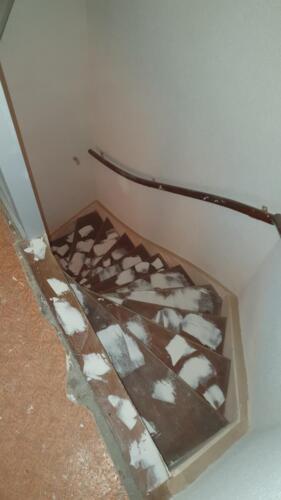 trap van 1e verdieping veel plamuurwerk