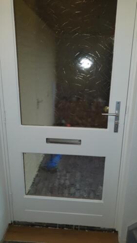 voordeur afgelakt
